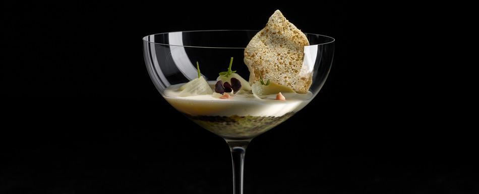 """Gelée de bacalao con encurtido de espárragos a la sal de """"Añana"""" y su crema"""